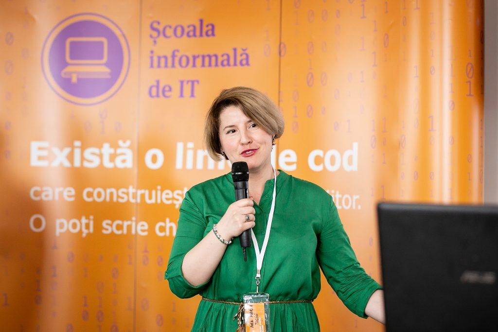 """Ana Maria Tocici este unul dintre informaticienii """"Fantastici"""" care în doar 48 de ore au pus bazele unei aplicații"""